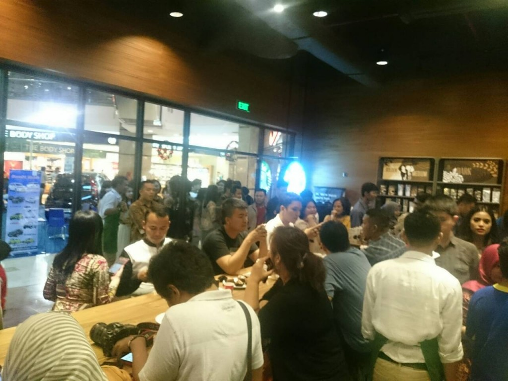 Keramaian tamu undangan Gathering Family and Friends Starbuckss coffe Pekanbaru